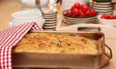 Foccacia er et forholdsvis flatt brød som vi vanligvis forbinder med det italienske kjøkken. Foccacia er kjapt og enkelt å lage. Du rører raskt sammen ingrediensene til en løs deig, som etter en…
