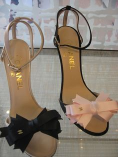 Chanel- I think I just died.my recent obsession with bows meets my long-term dream of owning something Chanel. Stilettos, Pumps, Cute Shoes, Me Too Shoes, Mode Chanel, Clutch, Beautiful Shoes, Fashion Shoes, Chanel Fashion