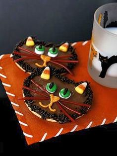 All hands on deck! These purr-fectly spooky black cat cookies are easy enough for kids to decorate. Just make sure they aren't eating all the candy decorations (from candy corn to licorice strips) as they are designing! Halloween Goodies, Halloween Desserts, Halloween Food For Party, Holidays Halloween, Halloween Treats, Halloween Clothes, Halloween Cupcakes, Halloween Halloween, Holiday Treats