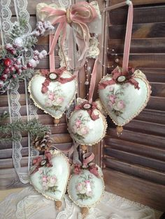 This video is about the transformation of my dining table by using decoupage. This decoupage diy video has step by step directions and tips that I've figured Victorian Christmas Ornaments, Shabby Chic Christmas, Pink Christmas, Christmas Baubles, Vintage Christmas, Christmas Crafts, Christmas Decorations, Holiday Decor, Shabby Chic Hearts