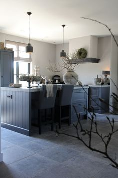 7 Helpful Tips For Designing Your Rustic Kitchen - Rustic News Kitchen Inspirations, House Interior, Home Living Room, Home Kitchens, Kitchen Design, Farm House Living Room, Home N Decor, Home Decor, Rustic Kitchen