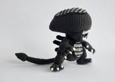 Crocheted Xenomorph Alien : Warning signs your grandmother is nuts or a bif scifi fan