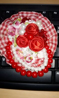Big Red Brooch Materials : beads, lace, shabby flower and flanel (on behind) size (PxL)cm : 10x10