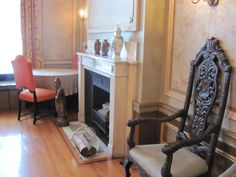 chairs and fire place Castle, Chairs, Fire, Places, Home Decor, Lugares, Tire Chairs, Stool, Side Chairs