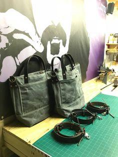 Handmade Waxed Canvas Tote Bag / Waxed Canvas Bags / Carry All Bag Waxed Canvas Bag, Canvas Tote Bags, Handbags On Sale, Luxury Handbags, Carry All Bag, Canvas Handbags, Leather Belts, Vintage Leather, Purses And Bags