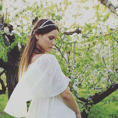Thinking love! @whitegatache #weeding #weddinglove #weddingplanner #weddinddress #bridal #bride #experience #natural #noviasmillenials #millenial #novias #bodas #vestidosdenovia #noviasromanticas #tocadosdenovia #pedreria #seda #cerezos #jerte #momentos #vintage @loveandwinterferia
