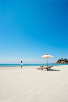 Discover Sani Asterias beach in Halkidiki, Greece Romantic Beach Getaways, Romantic Vacations, Romantic Travel, Dream Vacations, Beach Honeymoon Destinations, Travel Destinations, Sani Beach, Paradis Tropical, Foto Picture