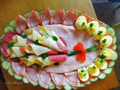 meat food cold meat and deviled egg platter Cute Food, Good Food, Funny Food, Deviled Egg Platter, Deviled Eggs, Meat Platter, Antipasto Platter, Food Carving, Food Garnishes