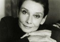 Blog de Vega Royo-Villanova: Audrey, La triste belleza encarnada. Por el critico cineasta Patricio Alvargonzalez
