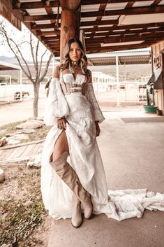 Oakley Gown by Moonrise Canyon Collection 2019 Oakley Gown Western Wedding Dresses, Boho Wedding Dress, Bridal Dresses, Bridal Gown, Bohemian Bride, Bohemian Style, Bohemian Weddings, Indian Weddings, Hippie Style