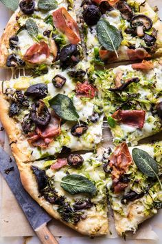 Brussels Sprout Mushroom Pizza with Crispy Prosciutto and Sage | halfbakedharvest.com @hbharvest Neapolitanische Pizza, Flatbread Pizza, Love Pizza, Pizza Party, Flatbread Recipes, Pizza Recipes, Dinner Recipes, Sweet Pizza, Cooking Recipes