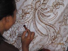 Anggraini Batik Art & Culture Wax Art, Indonesian Art, Batik Art, Fabric Printing, Found Art, Silk Painting, Zentangles, Diy Craft Projects, Fabric Art