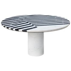 View this item and discover similar for sale at - Coffee table trespa in black resin marble. Also available in white resin marble. Metal Cocktail Table, Round Coffee Table, Marble Inlay, Round Dining Table, Black And White Marble, Black Coffee Tables, Dining Room Table Marble, Vintage Table, Cocktail Tables