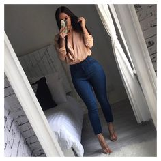 Top, jeans, heels @windsorstore ✨ Choker @christinahelenbrown #ootd #jeans #curves #satintop #choker #yeswindsor