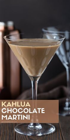 Kahlua Chocolate Martini Why choose between dessert and an after-dinner drink when you can have both? This Kahlúa Chocolate Martini is a decadent spin on a traditional chocolate martini and will definitely be a party favorite. Kahlua Drinks, Liquor Drinks, Dessert Drinks, Cocktail Drinks, Yummy Drinks, Chocolate Cocktails, Chocolate Liquor, Bourbon Drinks, Vodka Cocktails