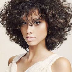 25 Short Curly Hairstyles for Women: Best Curly Haircuts - Neueste Frisuren Haar 2018 - Best Curly Haircuts, Short Curly Hairstyles For Women, Curly Bob Hairstyles, Hairstyles 2018, Bob Haircuts, Celebrity Hairstyles, Natural Hairstyles, Medium Haircuts, Layered Haircuts