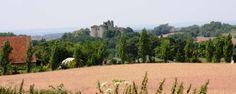 Frankrijk- Allier/Auvergne (+/- 800 km van Utrecht) : Gite, kamperen en savannetentlodges op kleinschalige (en voordelige) camping met uitzicht op een middeleeuw kasteel. Klein maar goed omheind zwembad, table d'hote, paardrijden. - Les Voisins- www.lesvoisins.info