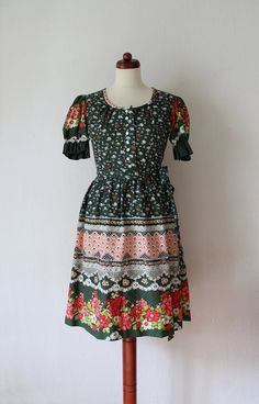 Vintage Dirndl Dress 1970's German von PaperdollVintageShop