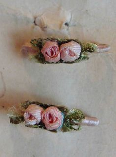 Circa 1920s 1 Pair Of Never Used Pink Ribbonwork Rosette Lingerie Pins Still Attached On Their Original Card