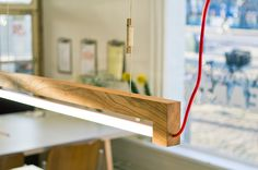 NinebyFour lamp op Architectuur.nl  Ontwerpbureau Waarmakers geeft met de NinebyFour lamp het hout van Amsterdamse stadsbomen die gekapt moeten worden weer leven. Ninebyfour is een duurzame LED armatuur uit een enkel stuk iepenhout.  Ninebyfour maakt gebruik van hoogwaardige Philips LED-lampen. De lampen gaan  10 tot 15 jaar mee, en zijn zeer energiezuinig.