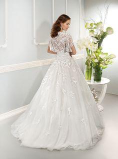 Elegant A-line Square Beading&Sequins Lace Sweep/Brush Train Organza Wedding Dresses _2