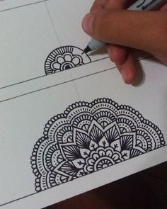 40 Beautiful Mandala Drawing Ideas & Inspiration - Brighter Craft Source by Need some drawing inspiration? Here's a list of 40 beautiful Mandala drawing ideas and inspiration. Why not check out this Art Drawing Set Artist Sketch Kit, perfect for practisin Easy Mandala Drawing, Mandala Art Lesson, Mandala Doodle, Mandala Artwork, Simple Mandala, Doodle Art Drawing, Zentangle Drawings, Pencil Art Drawings, Zen Doodle