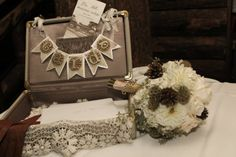 Using Vintage Suitcases in Your Rustic Wedding - Rustic Wedding Chic