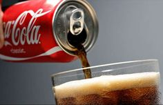 15 secret powers you didn't know Coca Cola had - Daniel Acker/Bloomberg News Pepsi, Home Gadgets, Non Alcoholic Drinks, New Tricks, Secret Power, Clean House, Cleaning Hacks, Keep It Cleaner, Helpful Hints