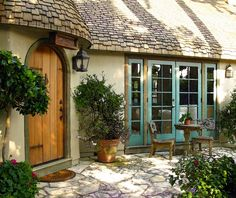 Cypress cottage.....love the details
