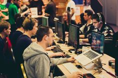 eSports statt EM – StarCraft2-Live-Turnier im Café Netzwerk in München: http://www.dermuenchenblog.de/veranstaltungen/performative-befindlichkeiten-der-gesellschaftspolitischen-aktion/#