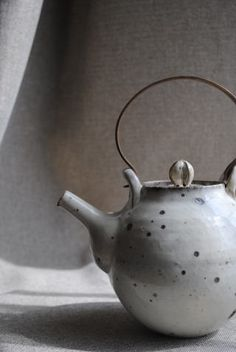 via Wagokoro, kobiki tea pot by Ryutaro Yamada click the image for more details. Pottery Teapots, Ceramic Teapots, Glass Ceramic, Ceramic Clay, Ceramic Pottery, Japanese Ceramics, Japanese Pottery, Design Oriental, Teapots And Cups