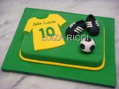 Personalizo o bolo com a camisa do seu time, chuteiras e bola de futebol. Decoro…