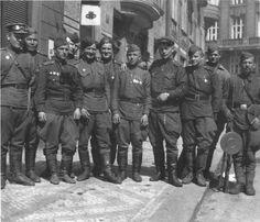 Rudoarmějci v ulicích Prahy