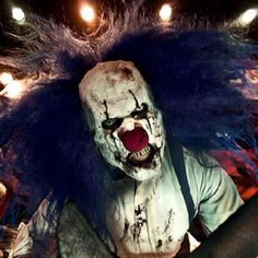 Don't really like clown but the irony of their duality seems to suit me. #mask