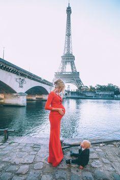 Barefoot Blonde maternity photos in Paris https://therockingbaby.wordpress.com/