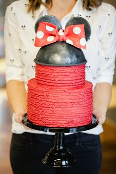 Minnie Mouse cake wi
