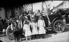 Ottawa family - circa no names or location Algonquin Language, Native American Children, Great Lakes Region, Indian Tribes, Native Americans, Ottawa, Beadwork, Woodland, Michigan