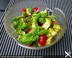 Tomate-Mozzarella-Avocado Salat