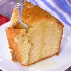 Old Fashioned Blue Ribbon Pound Cake recipe is tall, buttery, moist, & dense. This pound cake is classic & very close to an original pound cake recipe. Homemade Pound Cake, Easy Pound Cake, Homemade Cake Recipes, Best Cake Recipes, Pound Cake Recipes, Homemade Butter, Moist Pound Cakes, Icing For Pound Cake, Pound Cake Glaze