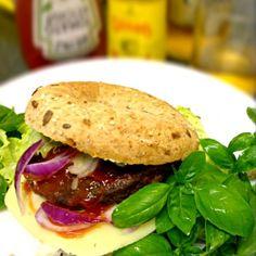 レシピとお料理がひらめくSnapDish - 14件のもぐもぐ - 全粒粉とシードのベーグルでベジタリアンハンバーグとチーズのサンド by ずきみく