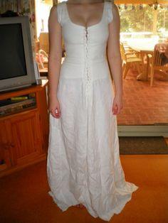 white linen under cotehardie (full chemise)