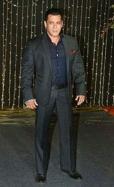 Salman Khan Photo, Muslim Men, Formal Suits, Gay Pride, Mens Suits, Bollywood, Dressing, Celebs, Indian