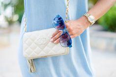 Vestido denim con volante hombros al aire shoulder off dress Chanel Vintage Bag Pedro Miralles Crimenes de la Moda