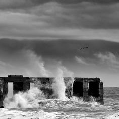 Splashy ///// #rye #beach #eastsussex #uk #england #coast #waves #splash #drama #blackandwhite #seagull #bird #water #groyne #badweather #windy #storm #action #landscape #seascape #sonya6000 #manfrotto #tripod #raw #captureonepro #nisifilters #ndgrad #fastshutterspeed #every3secondsadonkeycries