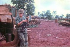 4th infantry division in vietnam | Muddy Road 1966 | Army Vietnam 4th Infantry Division