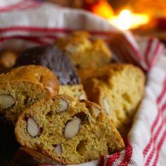 Saffran- och mandelbiscotti - Recept - Mitt Kök Fika, Christmas Cookies, Christmas Ideas, Food Cakes, Candy Recipes, Bagel, Muffin, Food And Drink, Bread