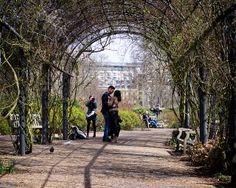 Hyde Park -  Couple Under Pergola | Flickr - Photo Sharing!