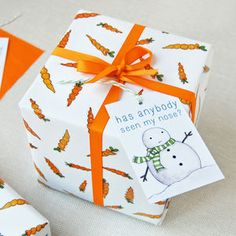 ** Christmas Carrot Wrapping Paper Set - wrapping