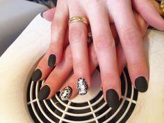 #nails #madebyme #black #opaco