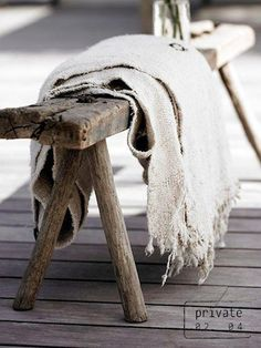 Old wood bench shabby chic 46 ideas Wabi Sabi, Ideas Terraza, Old Wood, Decoration, Living Room Designs, Sweet Home, House Styles, Home Decor, Rustic Bench